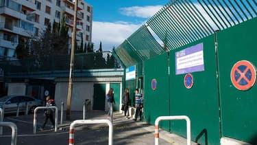 Le collège Versailles, à Marseille, a été la cible de tirs de flèches, ce lundi matin