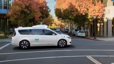 En 2018, Waymo, la filiale de Google,  expérimentera aux États-Unis un service commercial de taxis autonomes en ville, près de Phoenix dans l'Arizona.