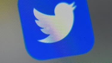 """La justice française a ordonné lundi une médiation entre Twitter et des associations de lutte contre les discriminations, qui avaient assigné en mai le réseau social pour """"inaction face à la haine en ligne"""""""