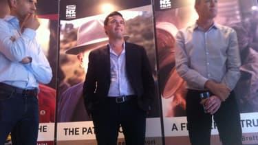 Thomas Piketty entouré du producteur Matthew Metcalfe (à gauche) et du réalisateur Justin Pemberton (à droite)