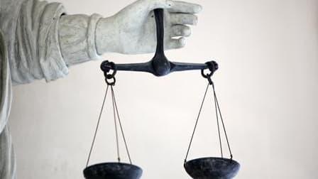 Le tribunal de Lyon a condamné à huit mois de prison ferme un étudiant qui avait participé aux violences en marge des manifestations lycéennes de la mi-octobre. /Photo d'archives/REUTERS/Stéphane Mahé