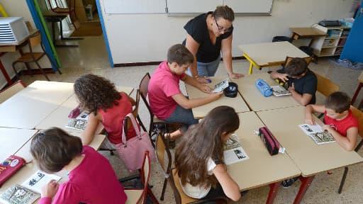 Les enfants qui apprennent tôt deux langues catégorisent mieux les deux modes de langage et passent rapidement de l'un à l'autre.