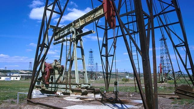 Alors que le pétrole frôle les 2€ le baril, la France pense à puiser dans ses réserves