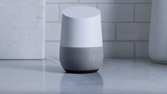 Un Google Home, l'enceinte connectée de Google.