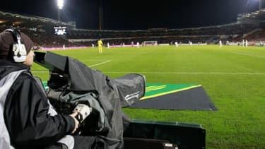 Les droits TV sont la principale ressource financière des clubs de football.
