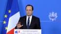 Conférence de presse de François Hollande à Bruxelles. Paris et Londres ont obtenu vendredi que l'Union européenne réexamine dès la semaine prochaine son embargo sur les armes à destination de la Syrie afin d'aider l'opposition à chasser Bachar al Assad d