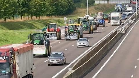 Les agriculteurs convergent vers Paris pour un rassemblement monstre