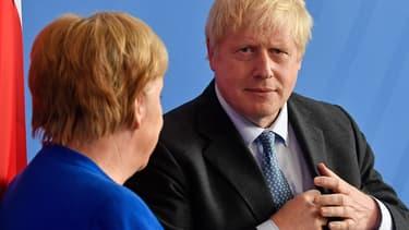 """Angela Merkel et Boris Johnson se sont entretenu par téléphone ce mardi alors que de difficiles négociations se tiennent à Bruxelles pour éviter un """"no deal"""" le 31 octobre"""