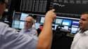Les Bourses européennes continuent de progresser vendredi en fin de journée, dopées par les valeurs bancaires après l'accord trouvé dans la nuit entre les dirigeants de l'Union européenne sur la supervision des banques. /Photo prise le 29 juin 2012/REUTER
