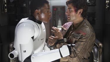 John Boyega et Oscar Isaac dans Star Wars VII - Le Réveil de la Force