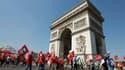 Environ 1.500 salariés de PSA ont manifesté mercredi matin près de l'Arc de triomphe et devant le siège parisien du constructeur contre le plan de 8.000 suppressions de postes du constructeur, une mobilisation qui augure selon les syndicats d'une forte re