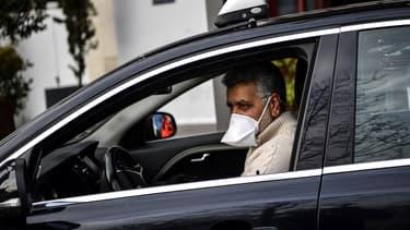 """Selon la centrale de réservations de taxis G7 à laquelle 9.000 chauffeurs de taxis parisiens indépendants sont affiliés, seul """"un tiers de ces chauffeurs continue d'exercer son activité"""" pendant le confinement."""