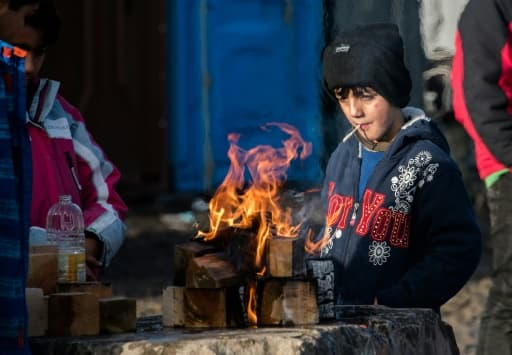 Un enfant kurde dans le camp de migrants de Grande-Synthe, près de Dunkerque, dans le nord de la France, le 23 décembre 2015