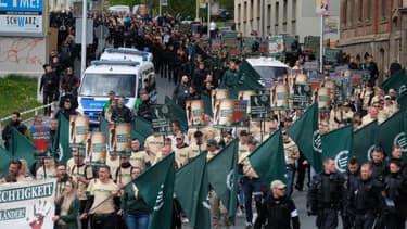 """Une marche néonazie a été organisée par le mouvement de """"La troisième voie"""" dans la ville de Plauen lors de la fête du travail, dans l'Etat régional de Saxe."""