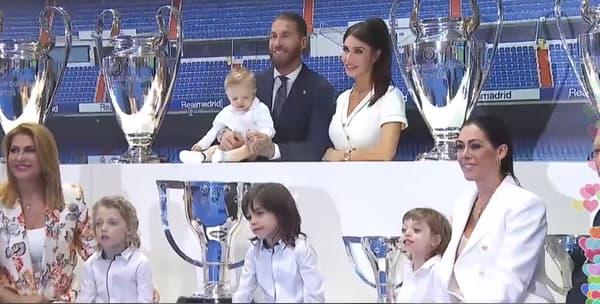 Ramos pose avec ses trophées