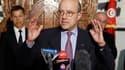 Le ministre français des Affaires étrangères Alain Juppé a annoncé à Tunis que la France débloquera 350 millions d'euros de prêts en faveur de la Tunisie. /Photo prise le 20 avril 2011/REUTERS/Zoubeir Souissi
