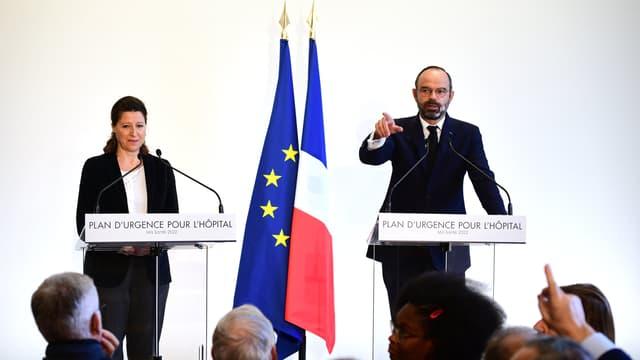 """Agnès Buzyn et Edouard Philippe lors de l'annonce du """"plan d'urgence"""" ce mercredi"""