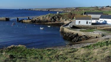Aujourd'hui, les îles de Sein et Molène sont alimentées par des centrales au fioul, tandis qu'Ouessant a été alimenté pendant plusieurs mois par l'hydrolienne de la PME Sabella.