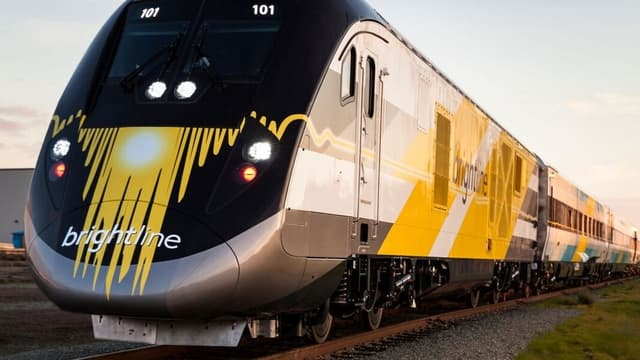 Les trains Brightline ont été commandés à Siemens qui les a fabriqués dans son usine californienne de Sacramento.