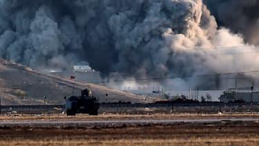 Une frappe de la coalition s'abat sur la ville de Kobané, en Syrie, en octobre 2014, pour repousser l'avancée des jihadistes de l'Etat islamique.