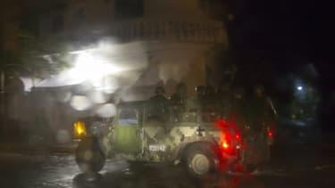 Patrouille de militaires le 23 octobre 2015 a Puerto Vallarata au Mexique avant l'arrivée de l'ouragan Patricia