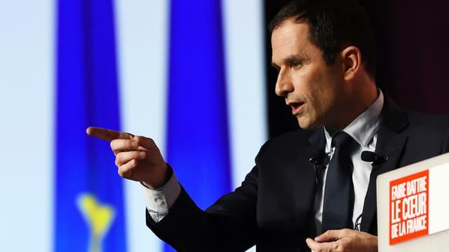 Benoît Hamon a réagi à l'annonce du ralliement d'Emmanuel Macron par Jean-Yves Le Drian.