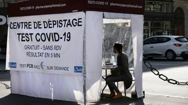 Un centre de test Covid-19, le 31 mars 2021 à Paris