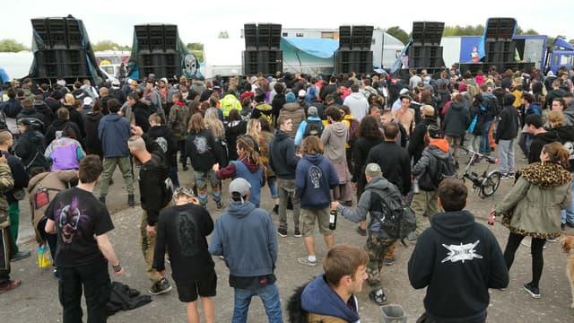 8.000 personnes rassemblées pour la 25ème édition du Teknival festival sur l'ancienne base militaire de l'Otan de Marigny, le 28 avril 2018