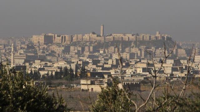 Vue d'Alep, en Syrie. François Hollande a demandé vendredi la libération immédiate de deux journalistes français travaillant en Syrie avec qui le contact a été perdu, dans cette région du Nord. /Photo d'archives/REUTERS/Muzaffar Salman