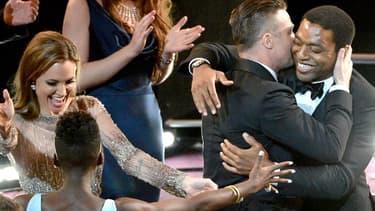 Angelina Jolie, Lupita Nyong'o, Chiwetel Ejiofor et Brad Pitt, lors des Oscars, à Los Angeles, dimanche soir.