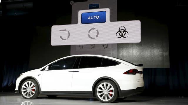 """Un bouton de défense contre les risques biologiques? Tesla y croit dur comme fer et a fait la démonstration de son """"biodefense mode""""... au moins contre la pollution."""