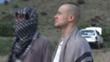 Le sergent de l'armée américaine Bowe Bergdahl lors de sa libération