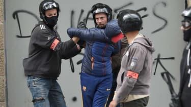 Un homme arrêté par la police, à Nantes, lors d'une manifestation contre la loi Travail, le 17 mai 2016.