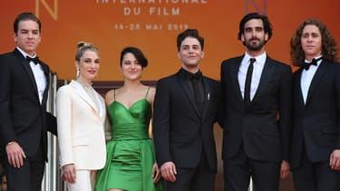 """Xavier Dolan et l'équipe de son film """"Matthias & Maxime"""" au festival de Cannes le 22 mai 2019."""