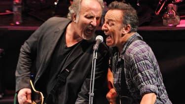 Bruce Springsteen et Joe Grushecky en concert en 2012. Les deux musiciens ont cosigné le 19 avril une chanson anti-Trump.