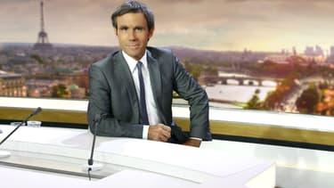 """David Pujadas sur le plateau de """"20 heures"""" de France 2"""