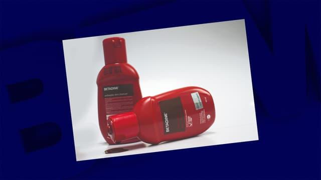 Des flacons de Betadine, un médicament à action antiseptique et désinfectant.