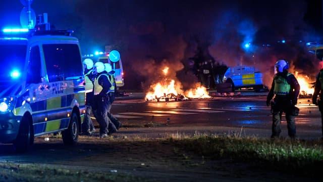 Des centaines de manifestants se sont réunis à Malmö vendredi 28 août 2020, des heurts ont éclaté