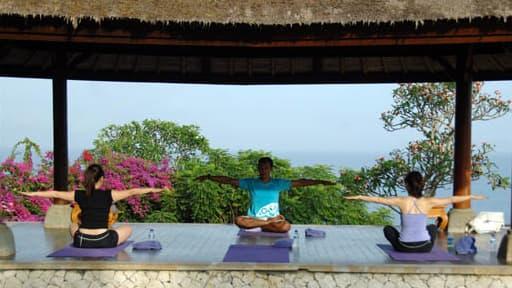 Cours de Yoga dans un hotel de Bali, en Indonésie, en 2010.