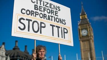 Des manifestations ont régulièrement lieu dans toute l'Europe pour réclamer l'arrêt des négociations entre l'UE et les Etats-Unis.