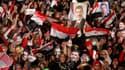 Plusieurs dizaines de milliers d'Egyptiens ont défilé vendredi soir et samedi matin au Caire pour réclamer le rétablissement dans ses fonctions du président Mohamed Morsi, déposé par l'armée le 3 juillet, mais la capitale est restée calme. /Photo prise le