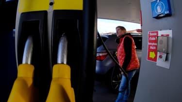 """Avec l'opération """"Coût de pompe"""", l'association """"40 millions d'automobilistes"""" demande au gouvernement d'appliquer un taux réduit de TVA sur les carburants routiers"""