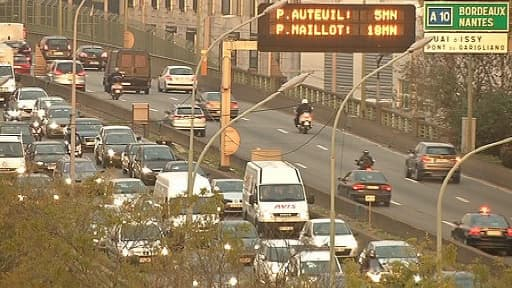 Le périphérique parisien à hauteur de la Porte de Versailles lundi 2 décembre
