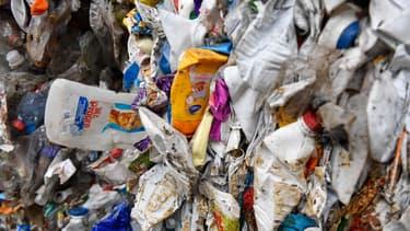 Des déchets plastiques dans un centre de recyclage à Gardanne, près de Marseille, en novembre 2018 (photo d'illustration)