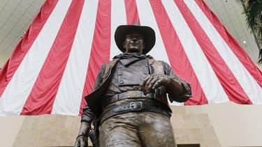 La statue de l'acteur John Wayne à l'aéroport John Wayne d'Orange County.
