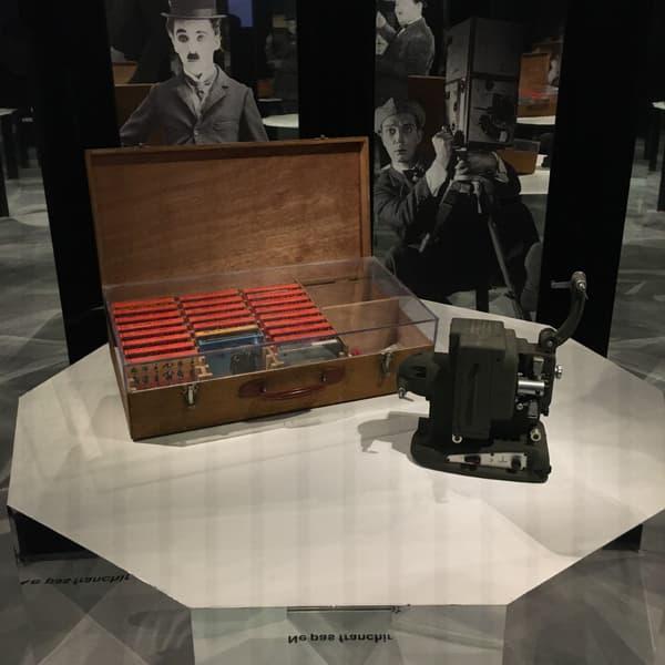 Le projecteur de Louis de Funès, exposé à la Cinémathèque française