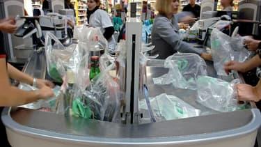 À compter du 1er juillet 2016, les sacs plastiques proposés par les commerçants seront interdits. (image d'illustration).