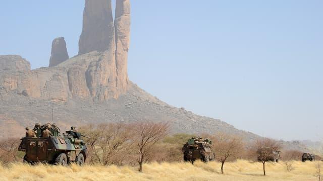 Un convoi de l'armée française sur la route entre Gossi et Gao, au Mali, en février 2013. (photo d'illustration) - Pascal Guyot - AFP
