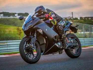 Kawasaki compte présenter 10 nouveautés électriques en 2025 et éliminer le thermique de son catalogue en 2035