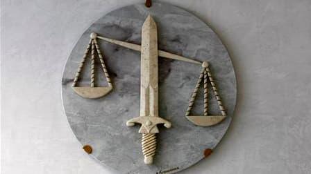 Deux policiers ont été condamnés à des peines de quatre mois de prison avec sursis pour des violences volontaires sur un homme qu'ils avaient arrêté à Montfermeil (Seine-Saint-Denis) en 2008. Les condamnations ne seront pas inscrites dans leur casier judi